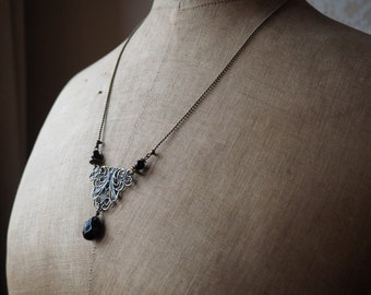 Chic necklace to the former