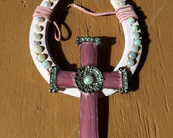 Pink horseshoe with pink cross and pearls