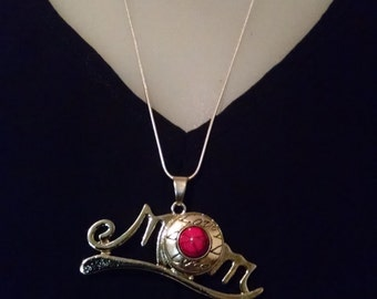 MOM pendant perfect for mothers day.
