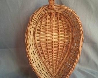 Tear drop shaped wicker bread / fruit basket