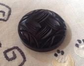 Vintage Carved Bakelite C...