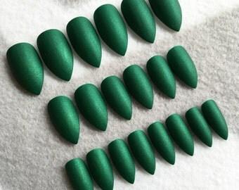 Green Matte Fake Nails * Faux Nails * Glue On Nails * Emerald Green * Stiletto Nails * Matte Nails