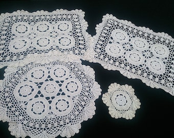 Set of 4 White Vintage Crochet Lace Doilies. 2 Round and 2 Rectangular Crocheted White Cotton Lace Doilies. African Flower Motif. RBT0461