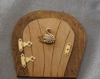 Fairy Door with Bejewelled Swan D052