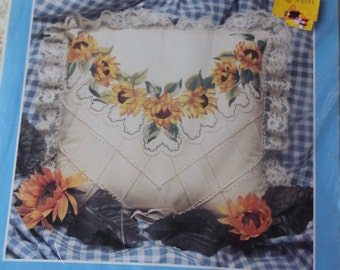 Candlewicking Embroidery kit Sunflowers Pillow 14x14