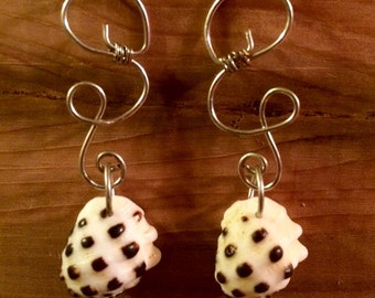 Checkered Hawiian Shell Wrapped Wire Earring