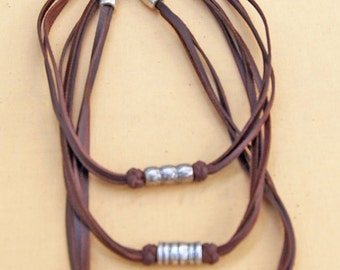 5 necklaces of leather with the applique of zamak