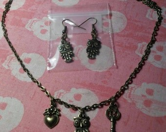 Antique Bronze Owl necklace and earring set!