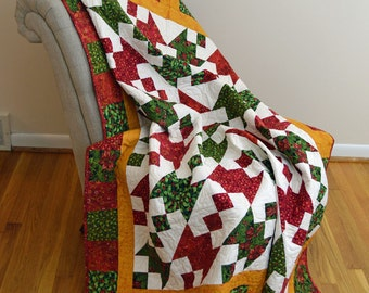 Christmas, Red and Green Quilt Table Cloth and 4 napkins