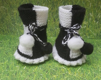 Black and white booties, baby shoes, baby boots,baby slippers,baby gift, knitted baby booties, baby shower, newborn,shoes for babies,