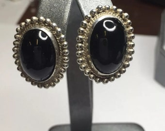 Vintage Mexico Sterling Silver Onyx Cabachon beaded halo Srewback Earrings