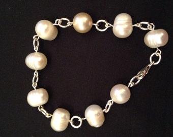 Sterling silver & Cultured pearl linked bracelet.