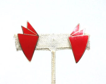 Fascinating Red Enamel Floral Designed Gold Tone Vintage Clip Earrings