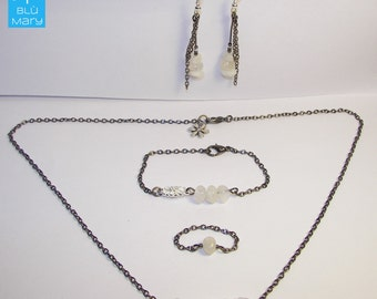 Adornment in Moonstone and gunmetal chain