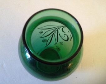 Pretty in green....green glass with gold accent swirls vase