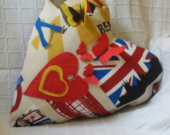 Almoada London with heart shape