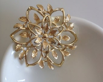 Sarah Coventry Vintage Flower delicate golden leaves gold tone pin brooch