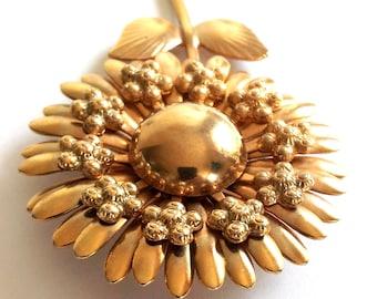 Big Daisy or Flower Brooch, Gold Tone Pin, Metal, Very Pretty!