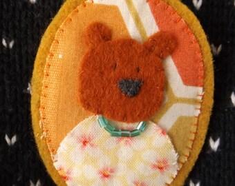 Handmade Felt Brooch // Beatrice Bear // Cameo