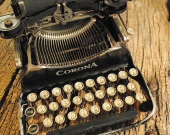 Corona 3 Typewriter with case