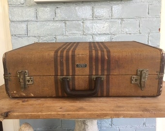 SPRING CLEANING SALE! Vintage Samson hardbodied medium sized suitcase