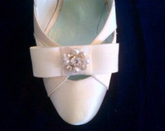 Ivory bow shoe clips - wedding shoes