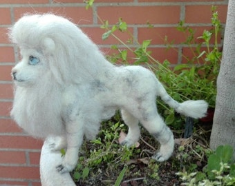 needle felted lion, felted white lion, lion doll, lion king, king of the jungle, lion ornament, wild animal /felt animal/wool lion