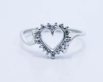Diamond heart ring in white gold size 7