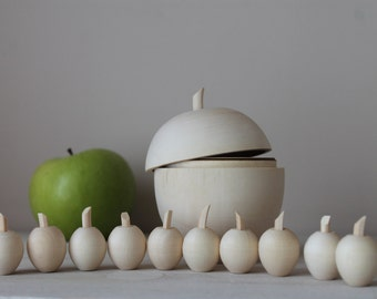 Sorting game - small wooden apples