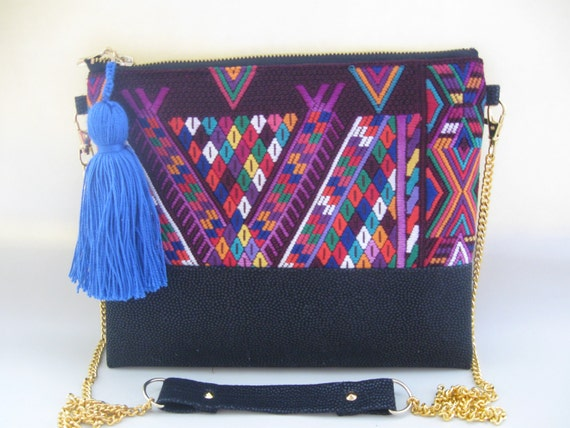 Mexican embroidered bag by rojoturquesa