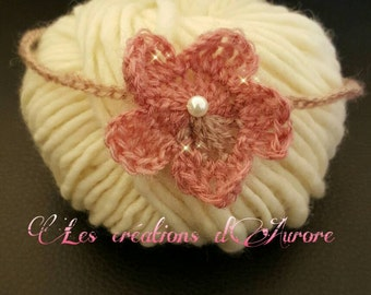 Newborn headband in wool with its flower