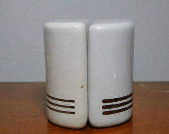 ART DECO Salt & Pepper Shakers Set - Great Item!