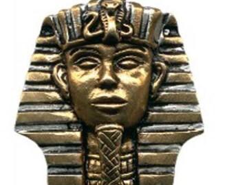 Tutankhamen pendant and chain