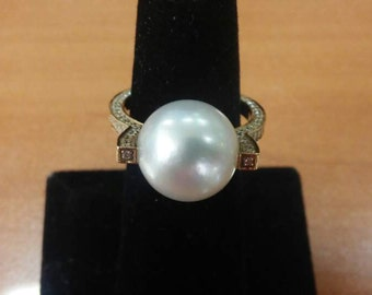 Gold 14 K Ring  with Pearl & DIA  total : 5.7 g