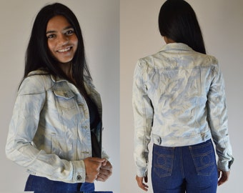 dreamy 90s bleach washed jean jacket size small