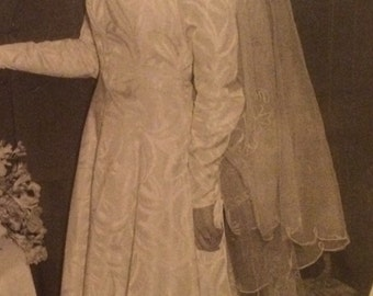 Late 1940s/ early 1950s pale ivory wedding dress