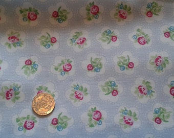 Fat Quarter 100% cotton fabric pale blue floral design
