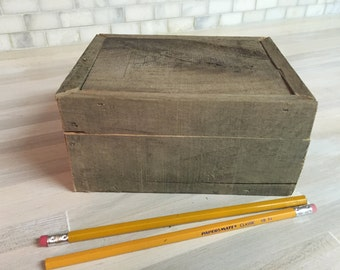 Rustic, handmade wooden storage box.  Vintage, primitive, memory, keepsake, treasure, jewelry, gift box.  Chest. (1022-C)