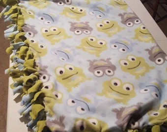 Frog fleece tied blanket