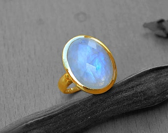 Rainbow Moonstone Ring, 14K Yellow Gold Ring, Round Cut Ring, Stacking Rings,  Engagement Ring, Blue Rainbow Ring, Delicate Gold Ring