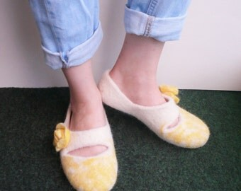 white felted slippers wool clog slipper women house shoes, valenki, felted clogs, ladies wool home shoes, felt boots, undyed wool, gift idea
