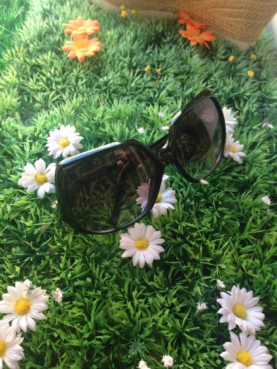 Large retro sunglasses 70's
