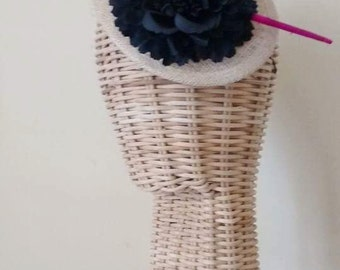 Tear shapped fascinator with pink feather and black flower