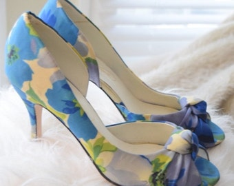Michelangelo Size 9 Floral Heels with Knot