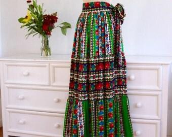 Sale!!!! 1970's Vintage Floral Maxi Peasant Skirt: Festival Wear//Boho skirt//Folk skirt