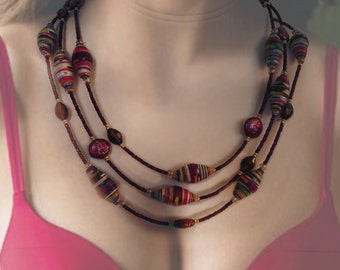 Gorgeous paper bead necklace with magenta pearls