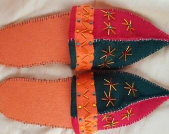 Felt finches 1001 - orange red dark green - with anti slipping sole