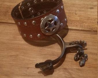 Leather bracelet - upcyled belt with Texas starconcho