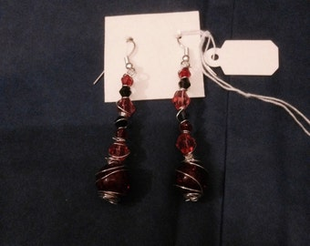 Red / black / silver dangle beaded earrings