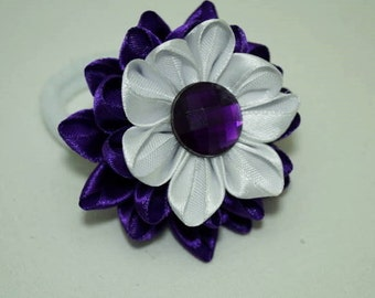 Hair newcoletero with flower in technical craft Kanzashi